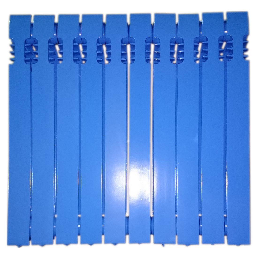 Чугун в синий монохромный цвет